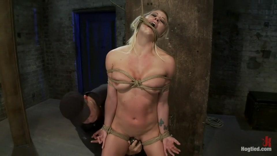 Naked xXx Escort girl sens