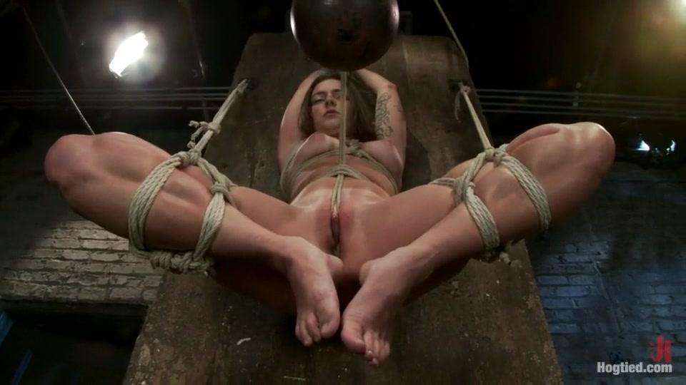 MILF babe pussylicked in the bathtub XXX Porn tube