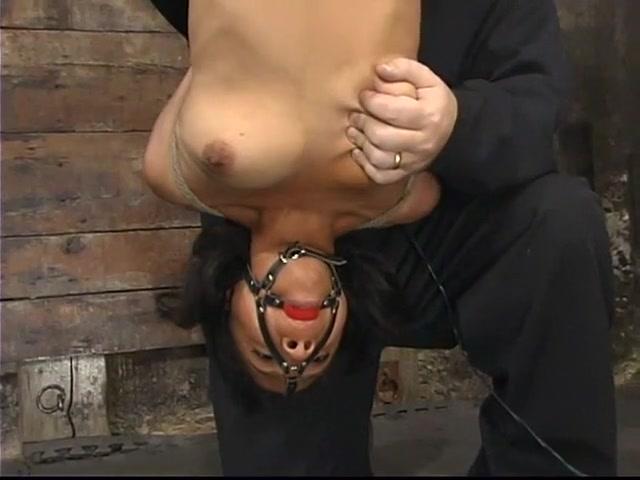 Sweet Darina is sucking hard boner on tape XXX Photo