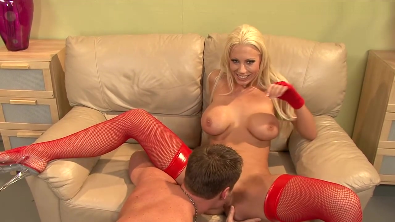 Blonde MILF gets her tits fucked