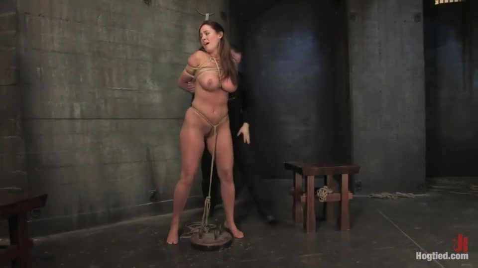 Hot porno Gorgeous brunette milf masturbating in high heels