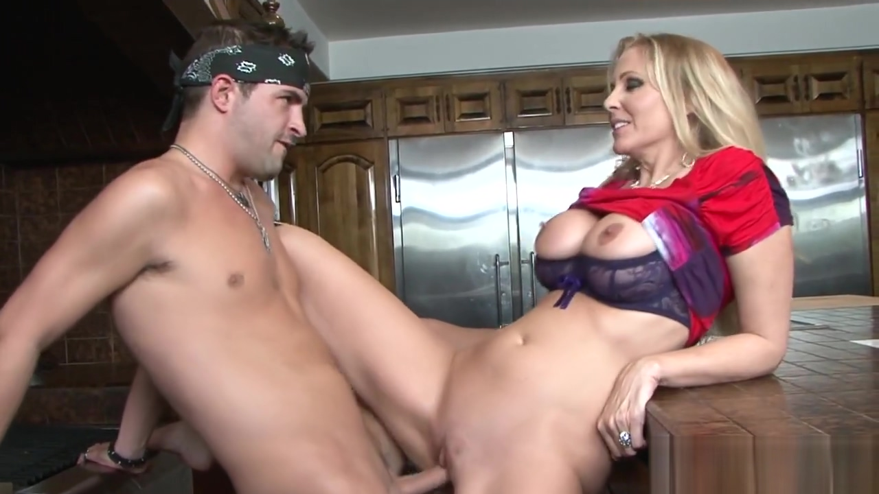 Busty stepmom drilled on the kitchen table Naked people peeing