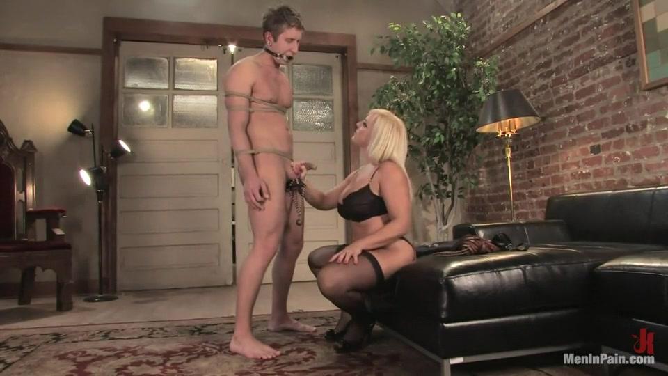 Porn Base Girl in strip video
