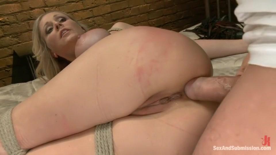 XXX Video Up skirt pussy peeking