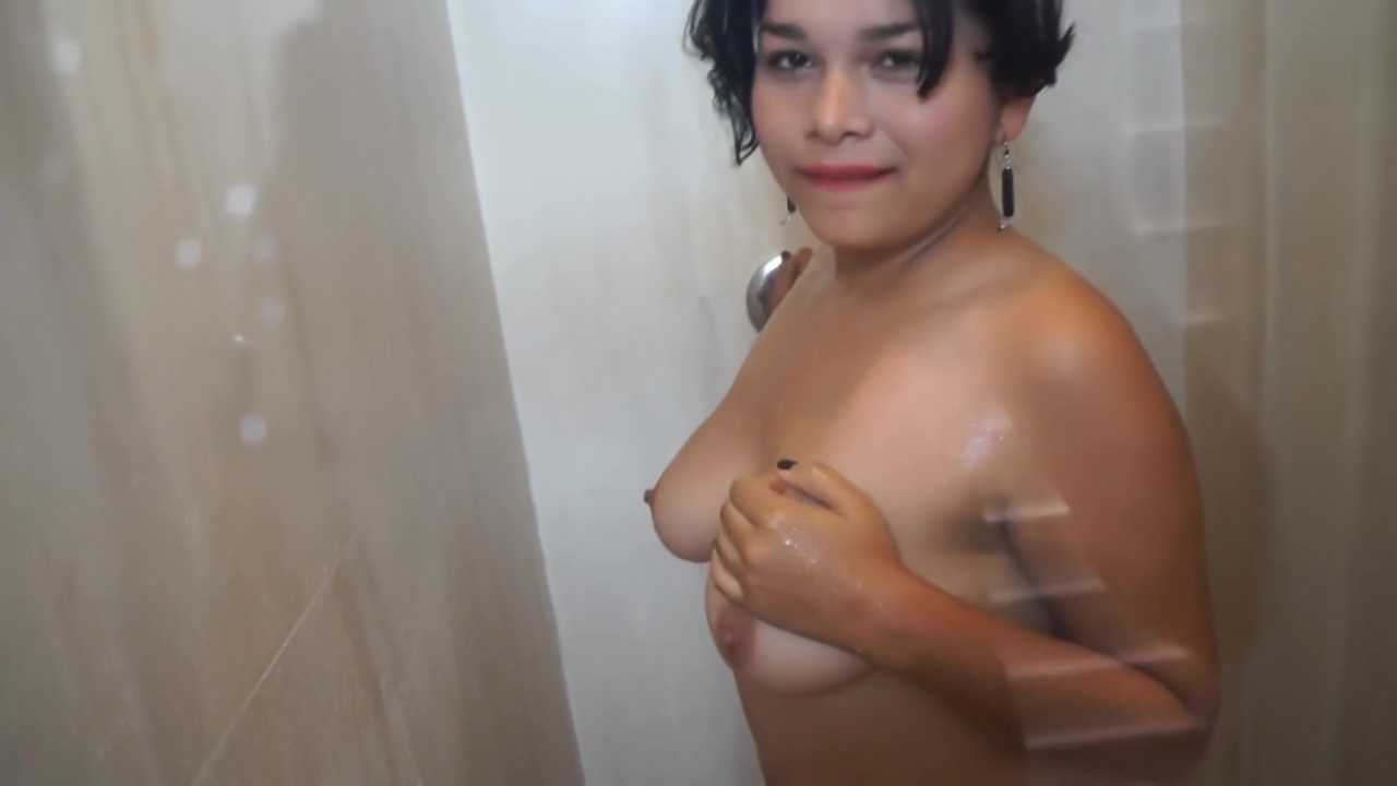 SPYING STEP SISTER IN THE SHOWER, she takes a piss First date sex video