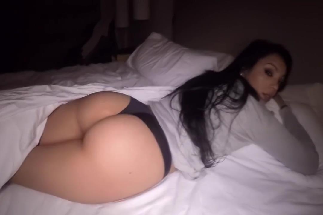 Estaba durmiendo... y me despertaron... primera parte... Sex On Tailor