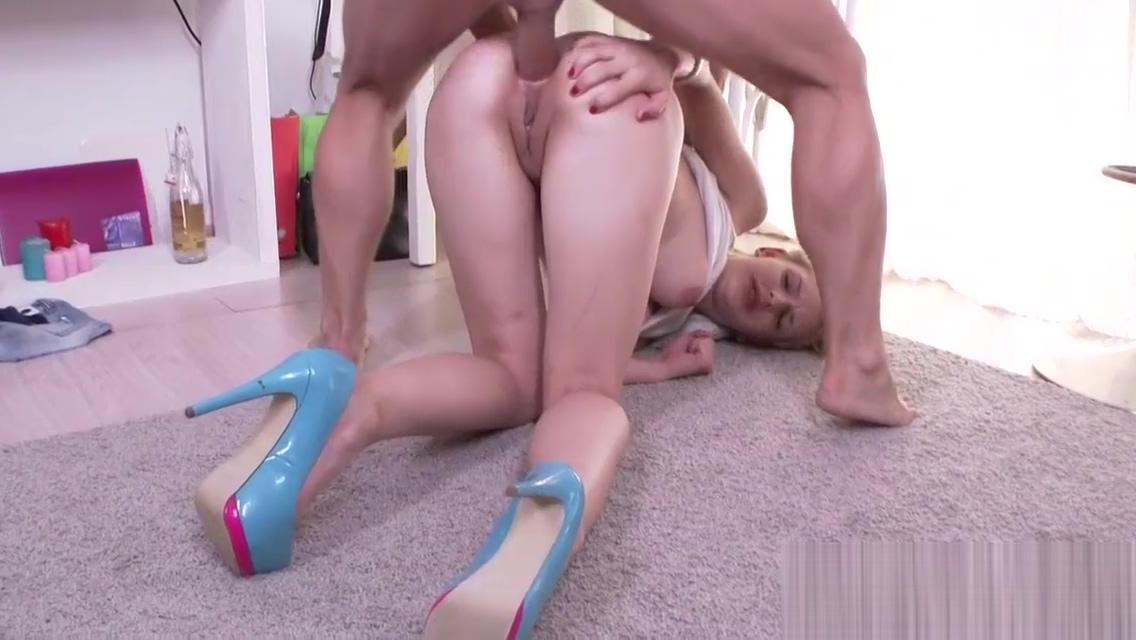 Kinky babe anally gapes