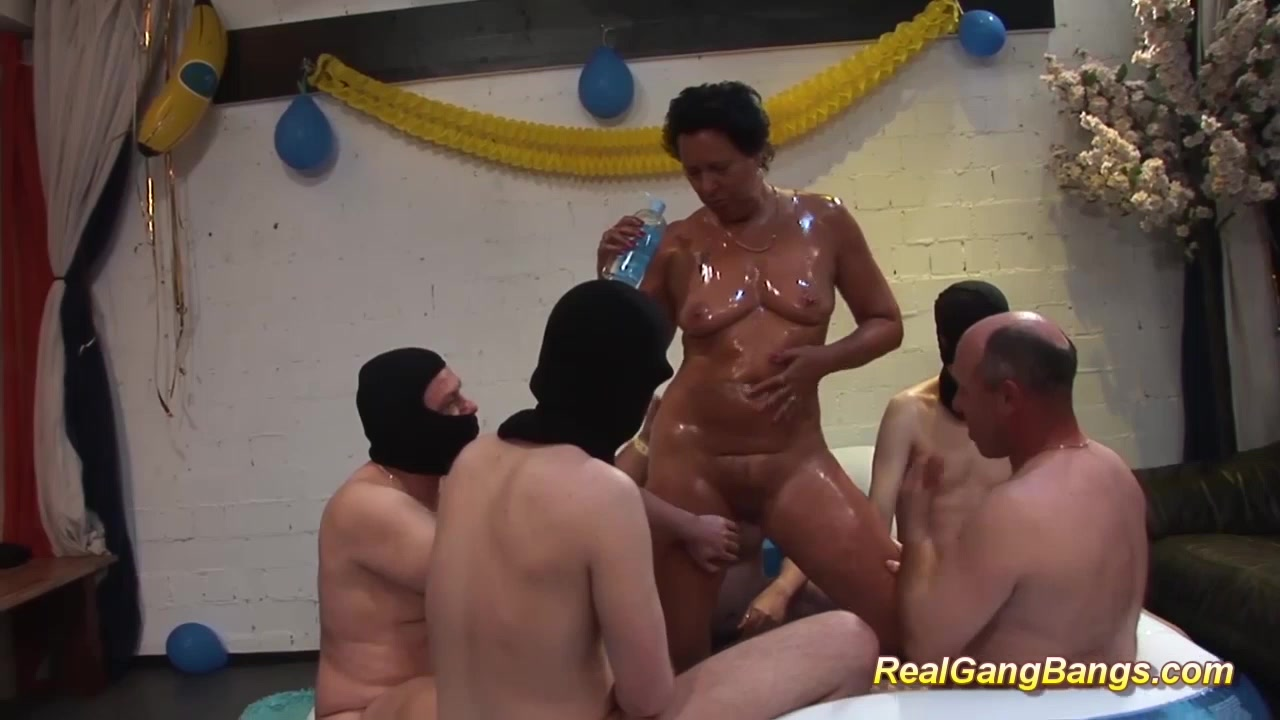 oiled moms first real gangbang swinger girl eats pussy and dick
