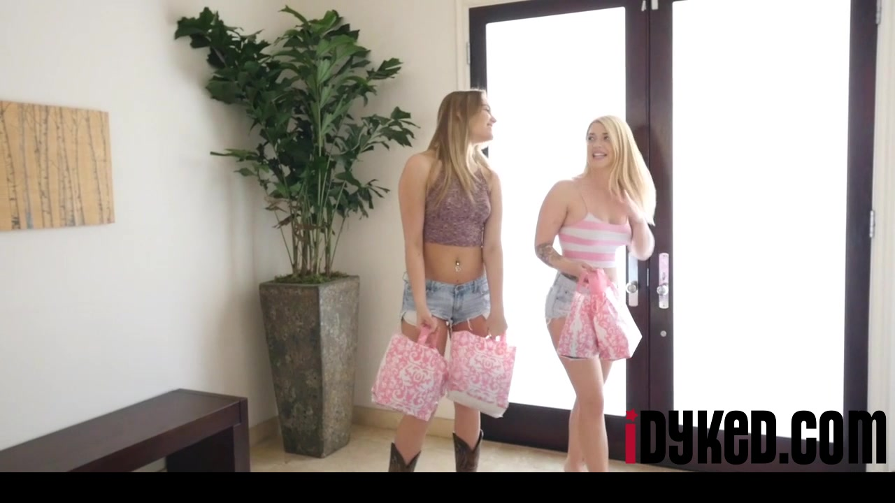Masturbatian Striptease lesbin bisexual