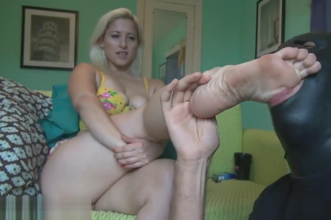Slave cleaning feet Midget fucks hot chick