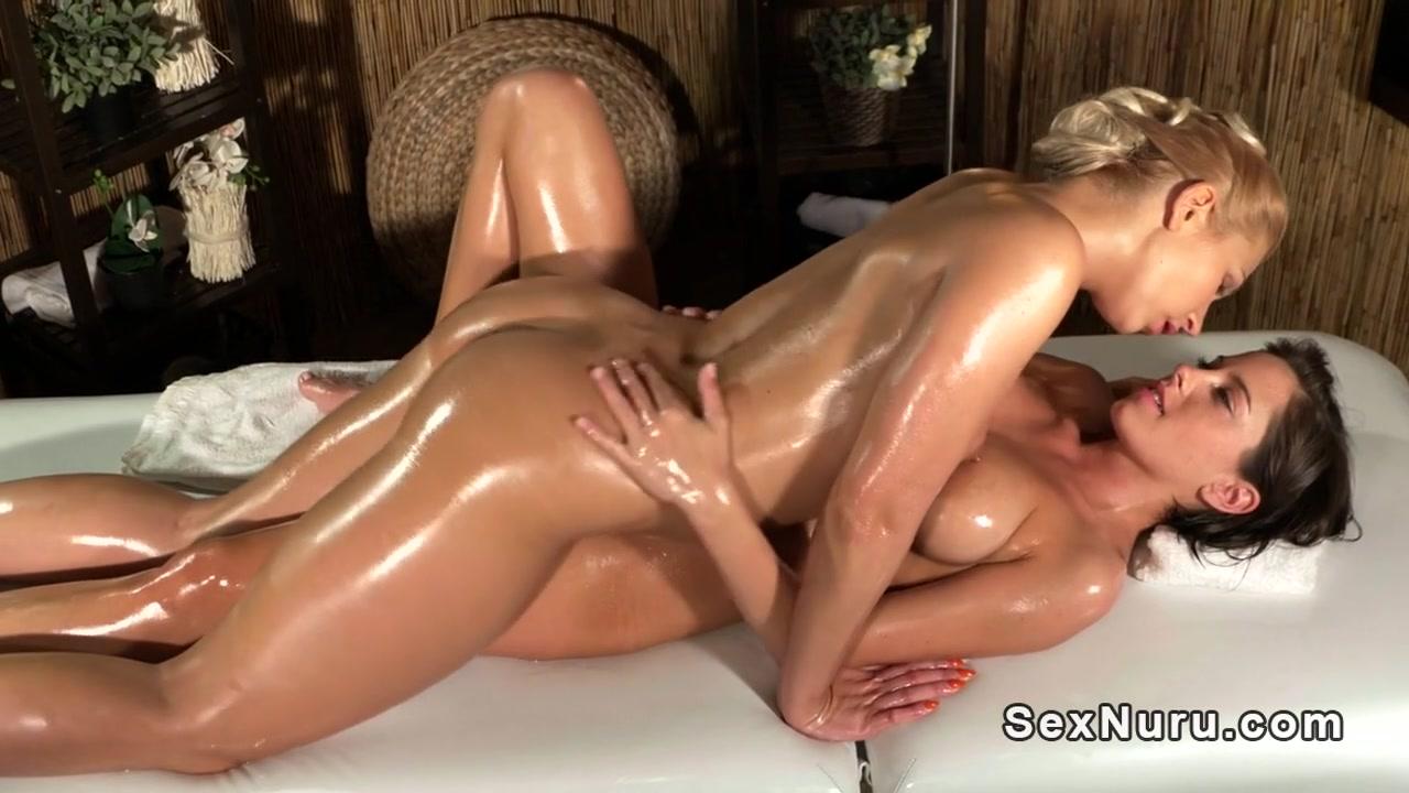 Pornex naked lesbien Showers