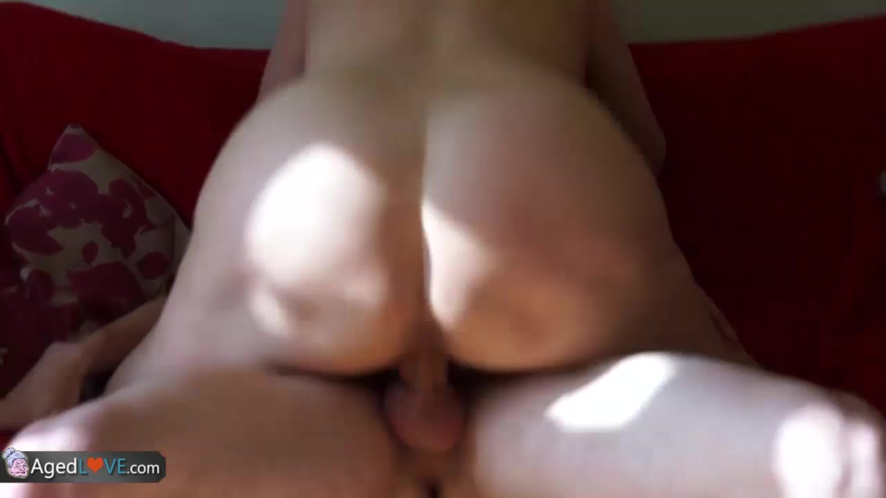 Chubby women with smooth pussy XXX photo