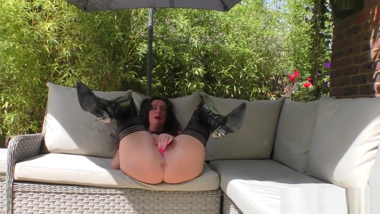 English whore in stockings blows cock Midget fuck standing up