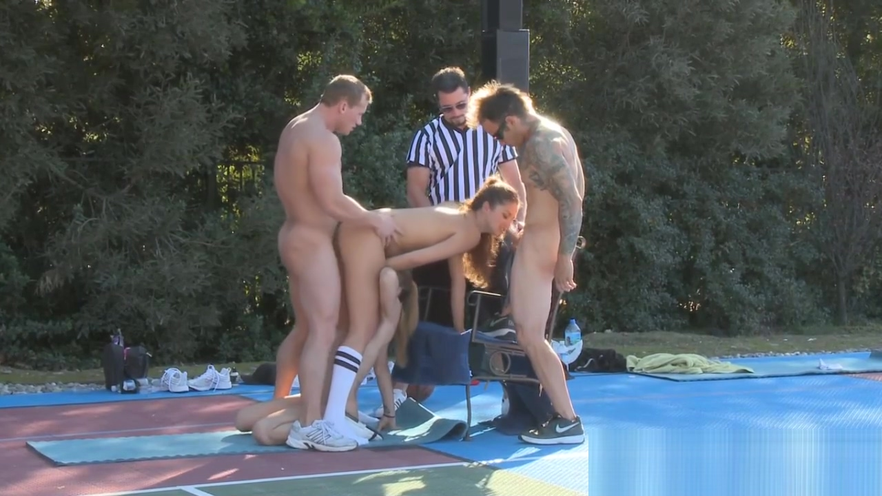 Outdoor group fuck game Futurama Sex Games