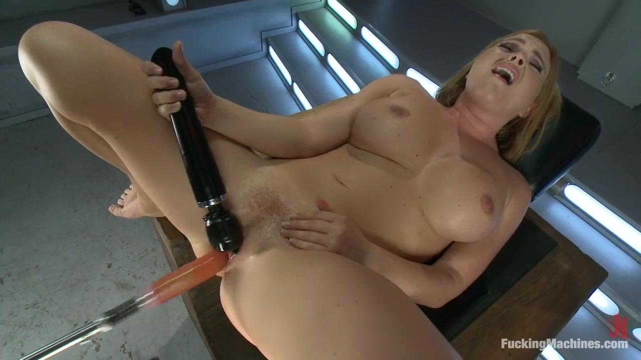 Naked xXx Hot lesbian girls outdoor