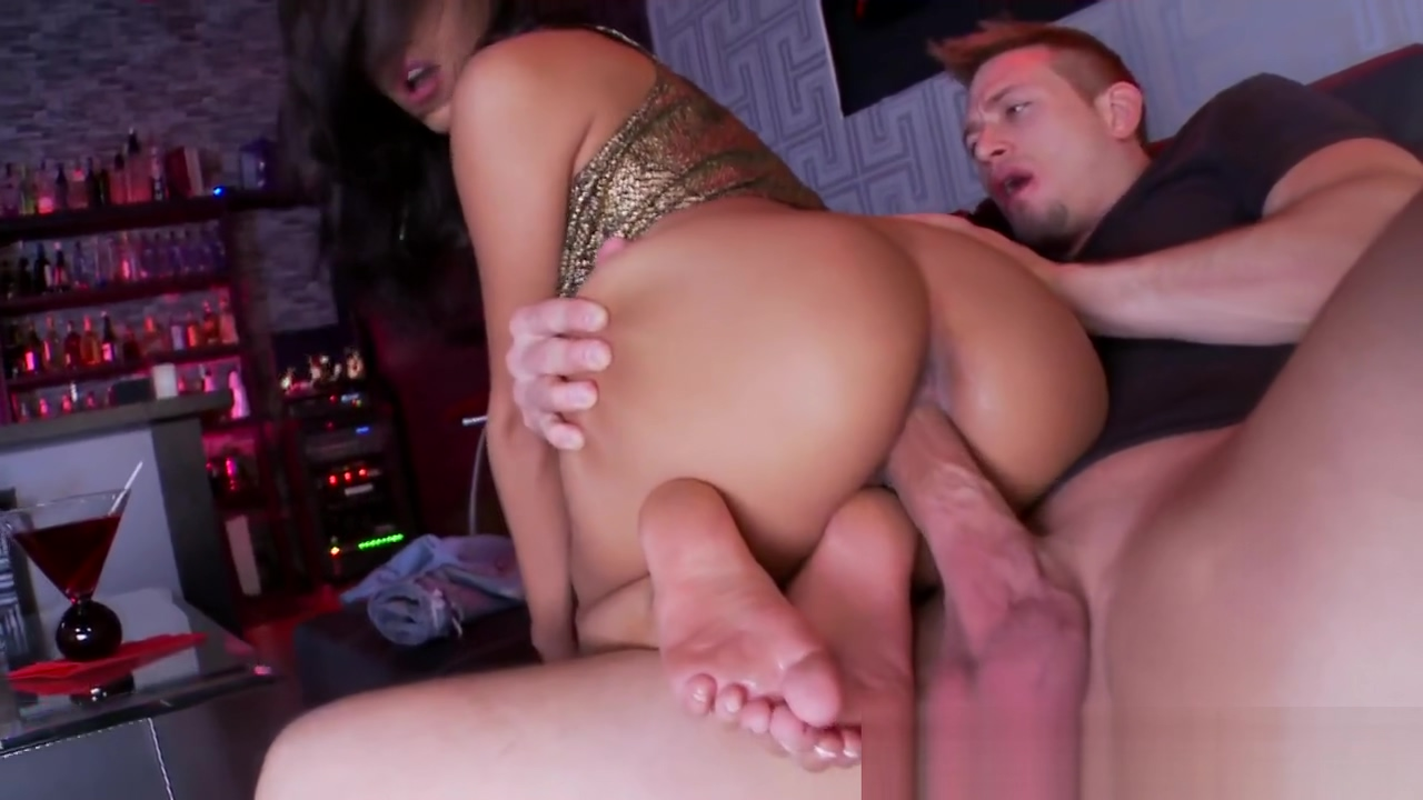 Teen gets soles cumshot