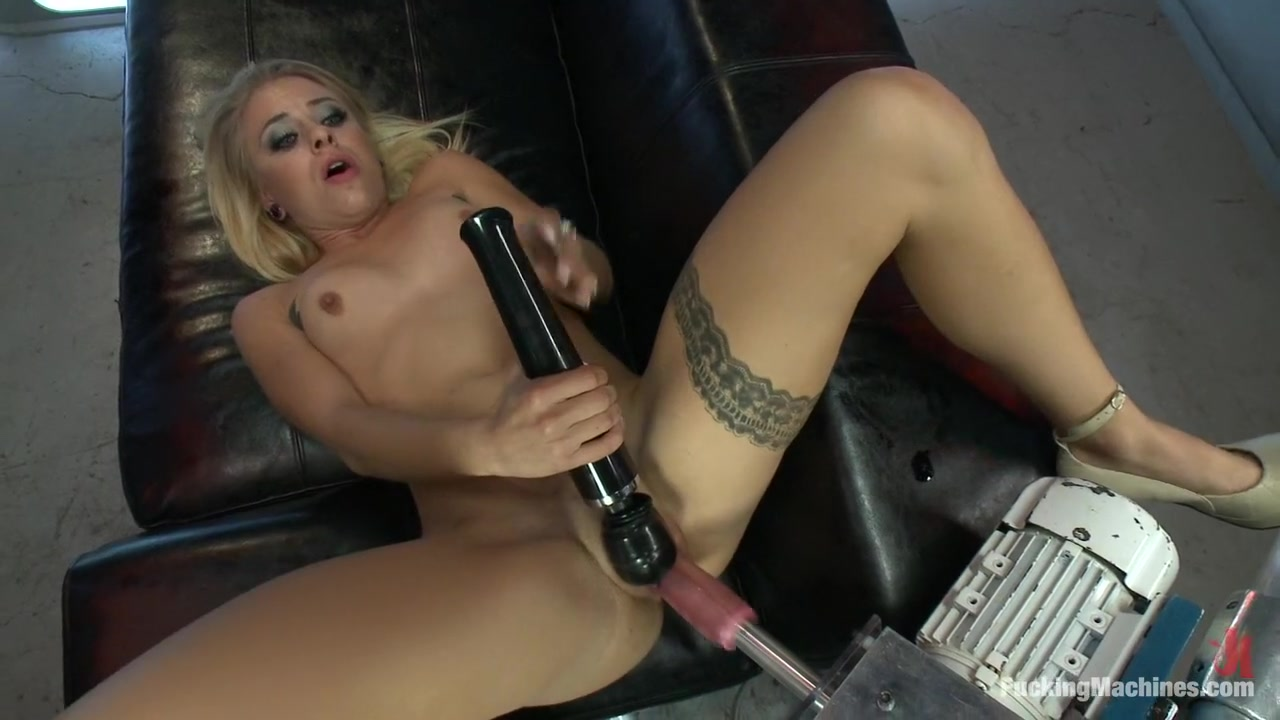Naked xXx Hot tight pink pussy spread