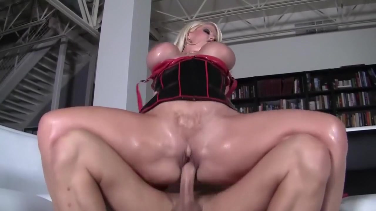 Lesbian play in the bathroom Sexy Video