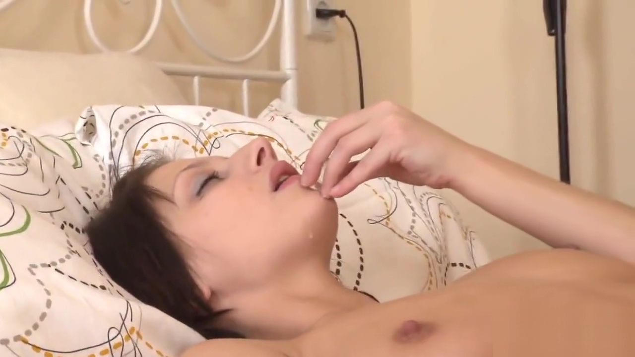 Lovable cutie is gaping slim cunt in close up and having orgasm usa porn movies free