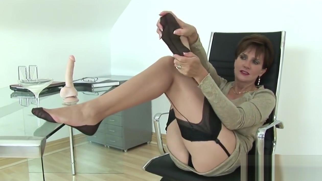Unfaithful british milf lady sonia presents her huge tits