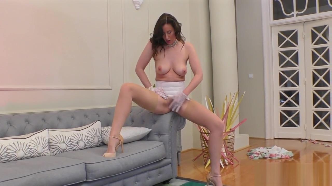 Solo milf in stockings