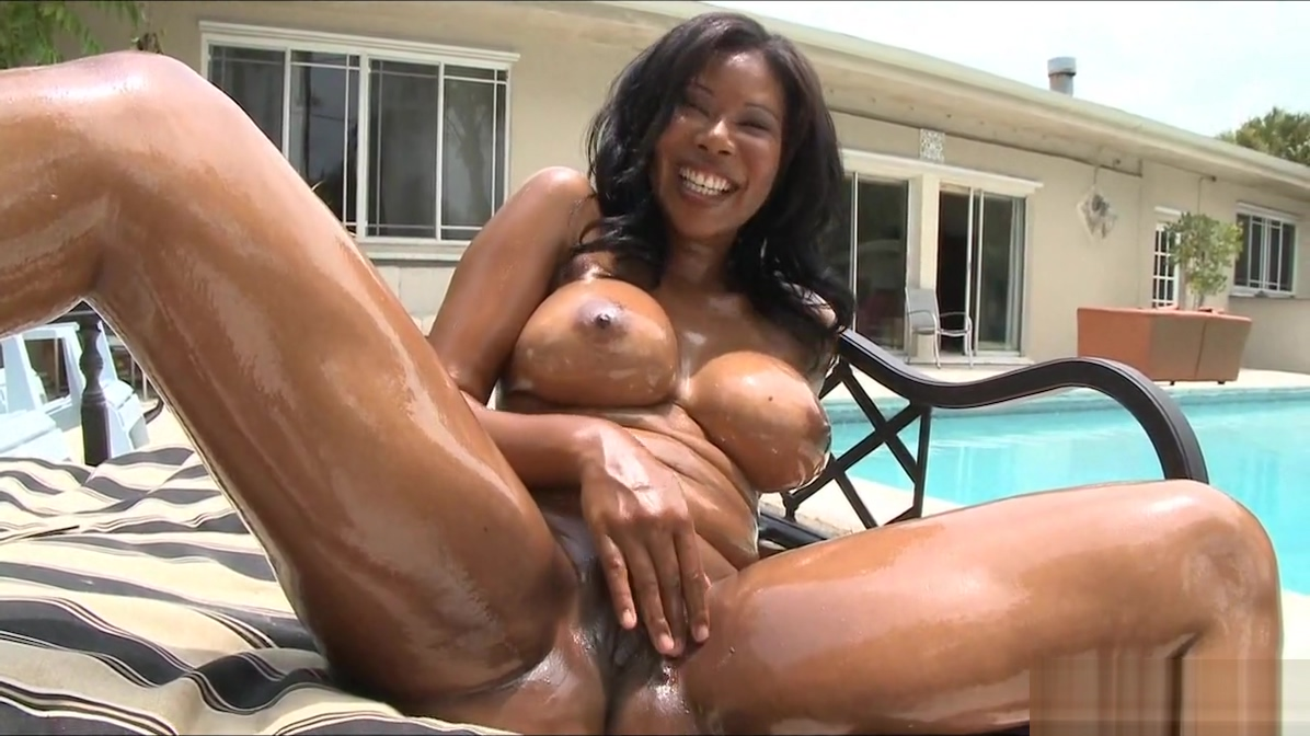 Oiled up babe by the pool the art of kissing porn