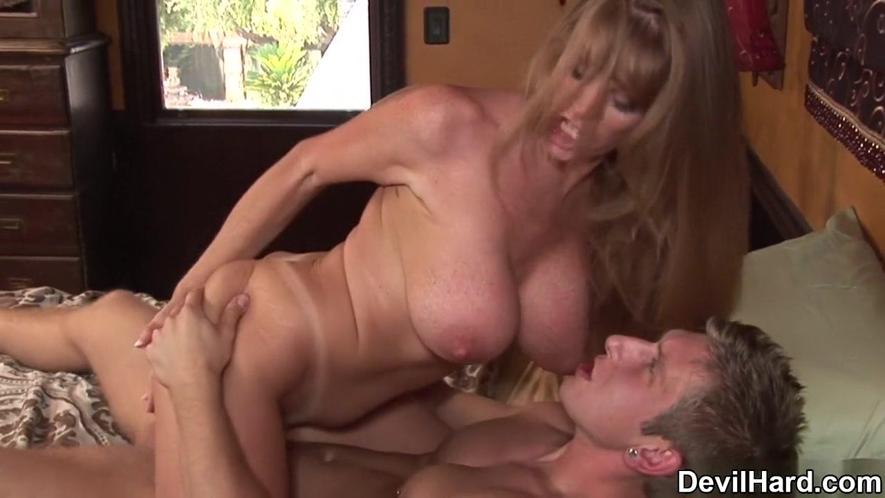 Naked xXx Cute Latina Blow Job