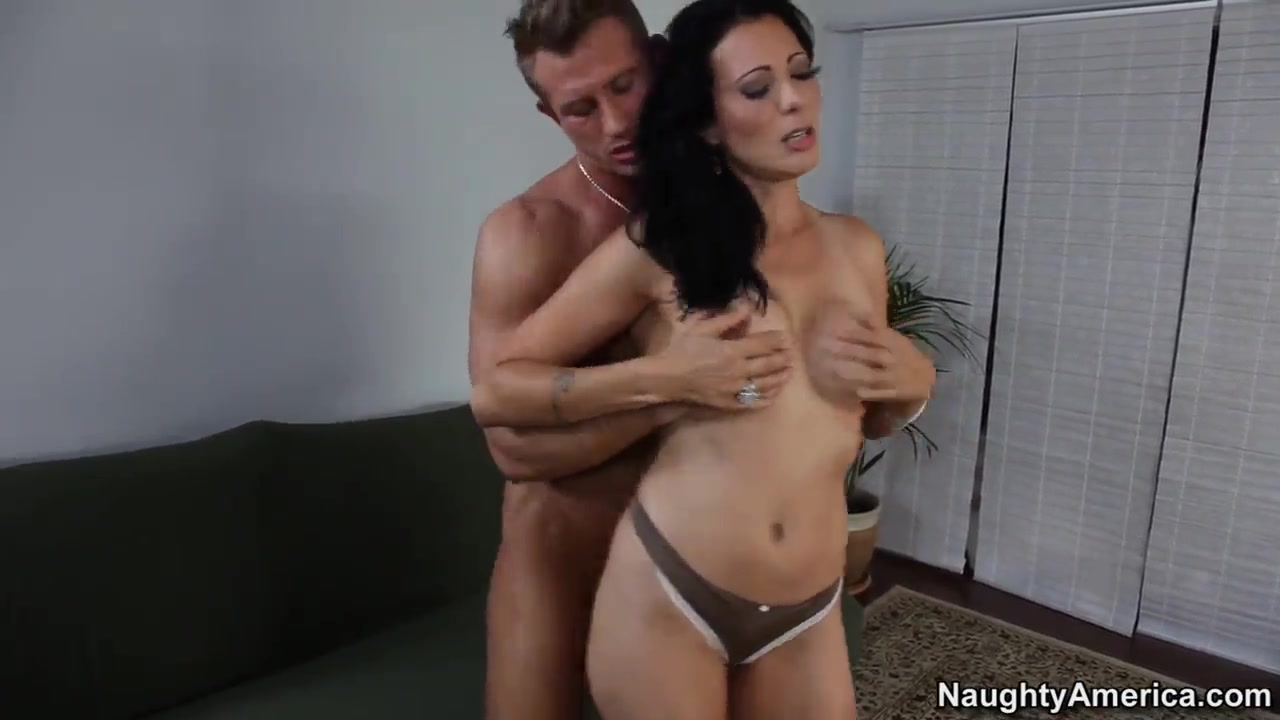 Melissa got filled from behind then fuck missionary Porn tube