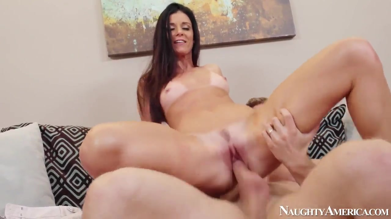 Quality porn Hot Euro Brunette Smokes & Rubs Cli