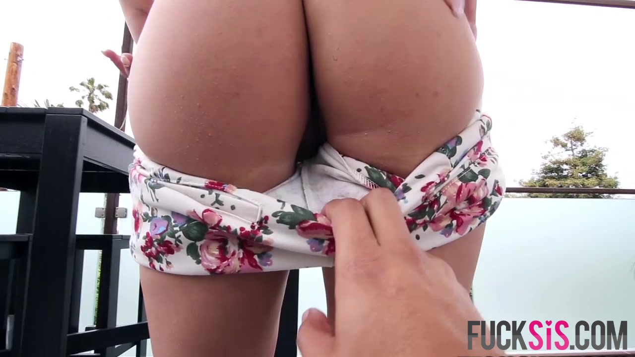 Sexy Galleries Stretching milfs ass to the maximum!!!