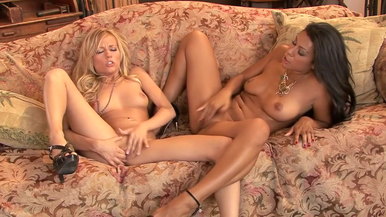 Orgy wife Shows lesbians