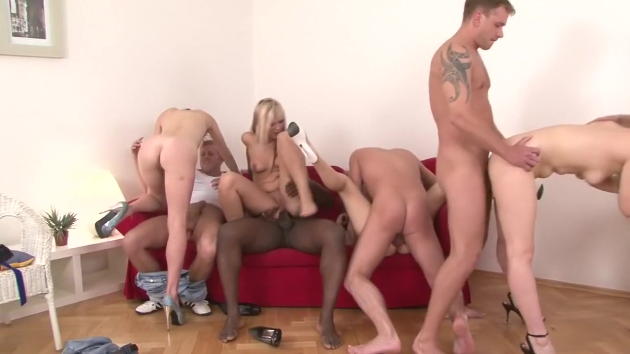 beautiful naked women giving head XXX Porn tube