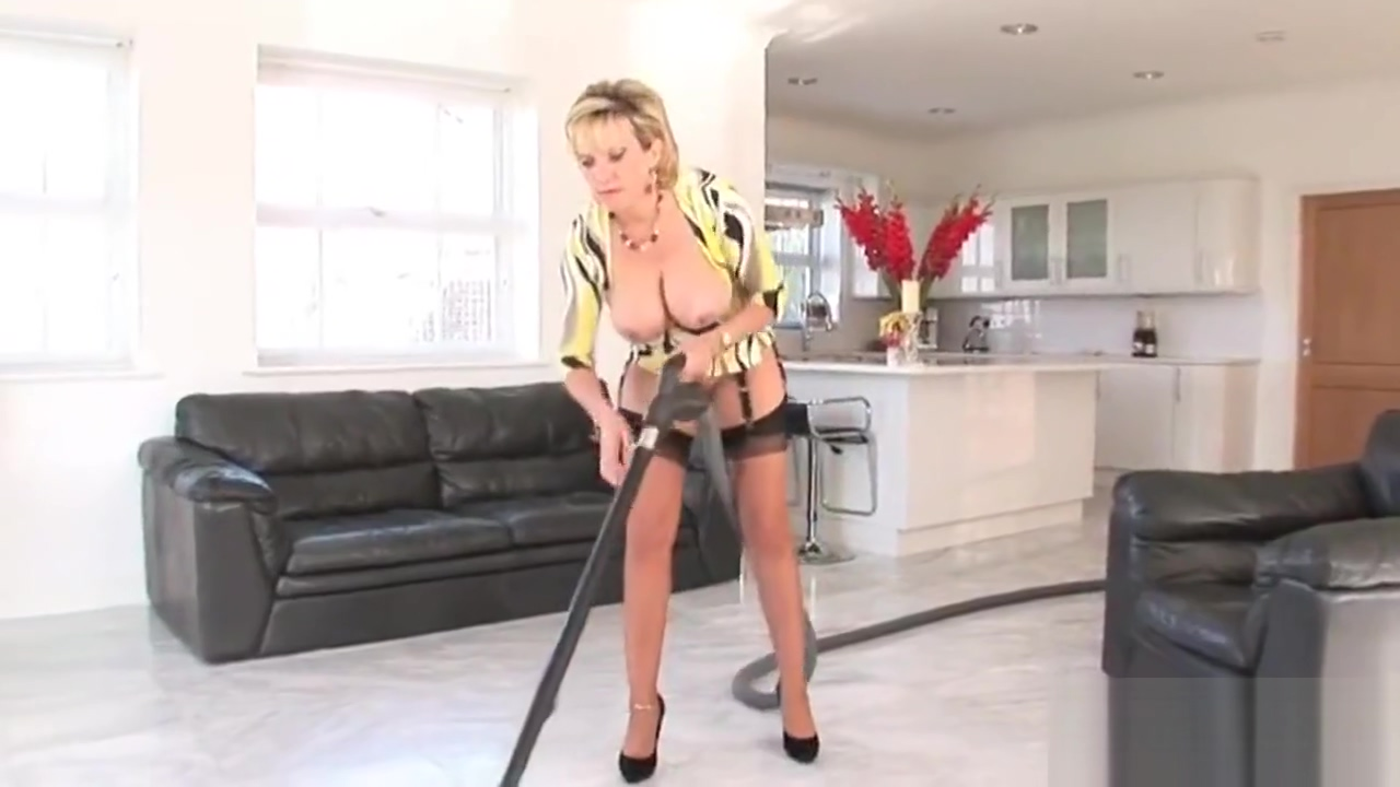 Unfaithful english mature lady sonia flashes her heavy naturals