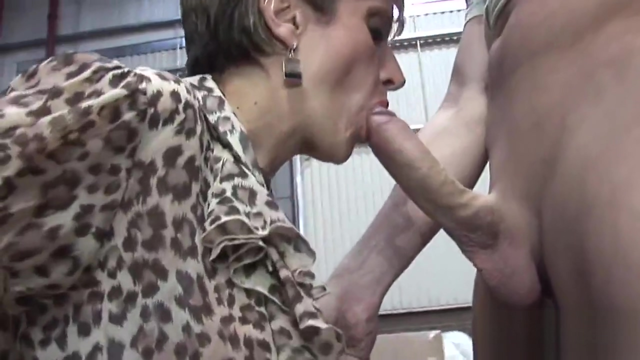Cheating english milf gill ellis presents her enormous boobs Touge Hackd Hott