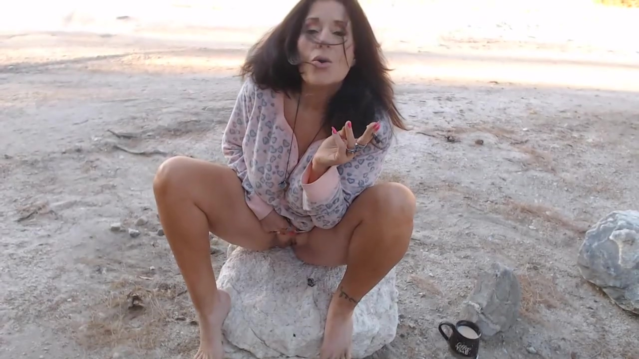 MATURE MOM wakes & bakes outside with Pussy & Ass play- smoking fetish Hookers in Dusseldorf
