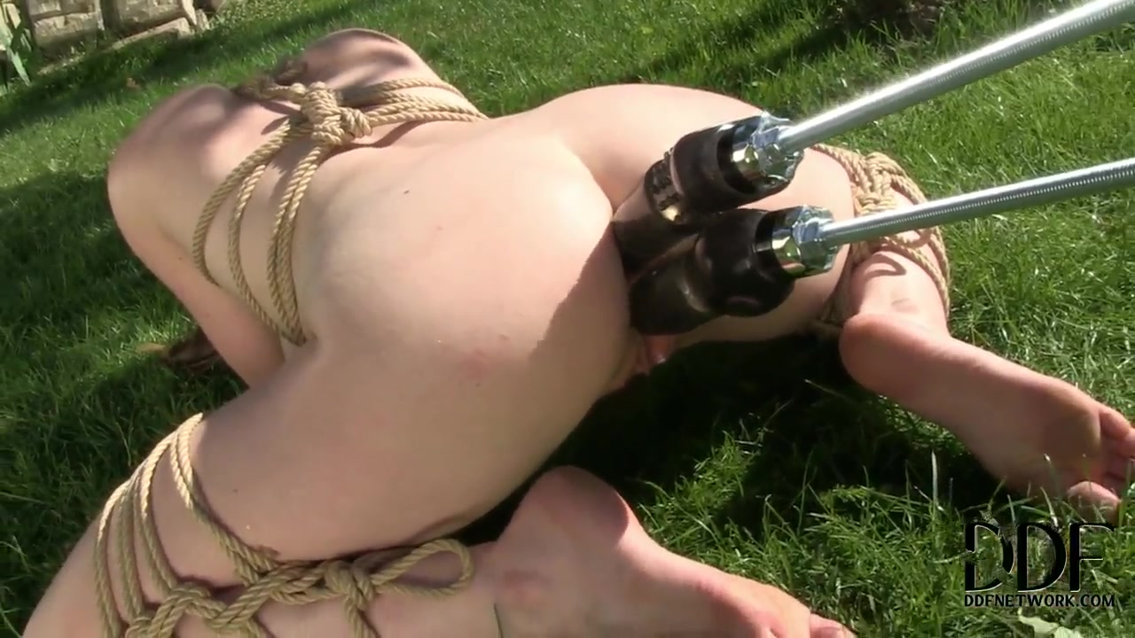 Samantha Bentley enjoying a double penetration from a mechanical monster yourfile host from japan