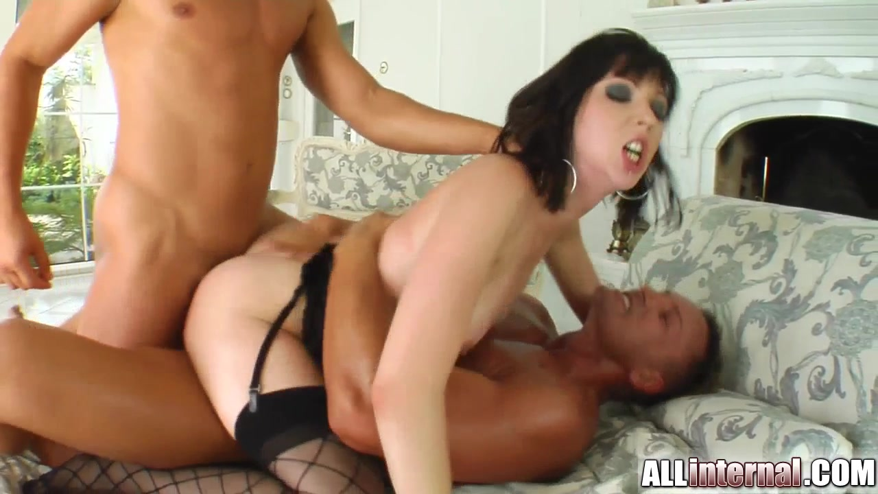 Naked Porn tube Short haired blond gives great blowjob