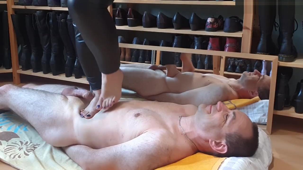 Pietinement pieds nus (video demandee) Custom bdsm collars