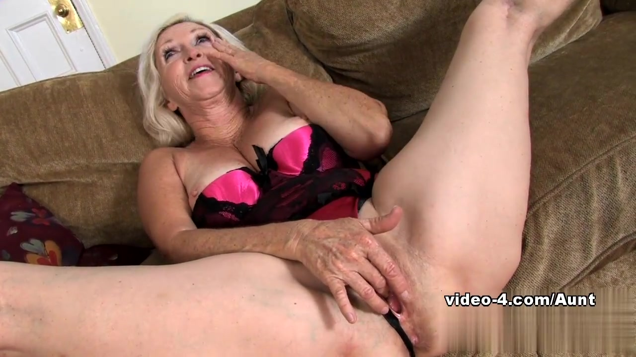 Boys first time with mother Sexy Photo