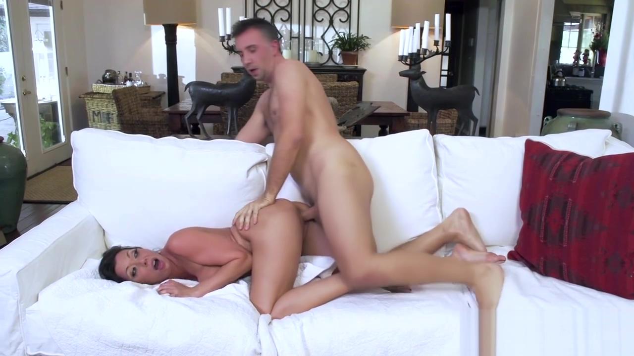Rachel Starr deepthroats a huge cock