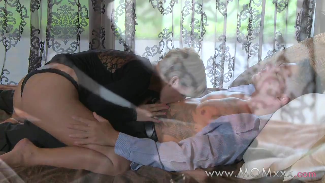Hot xXx Video A Man With Smallest Penis