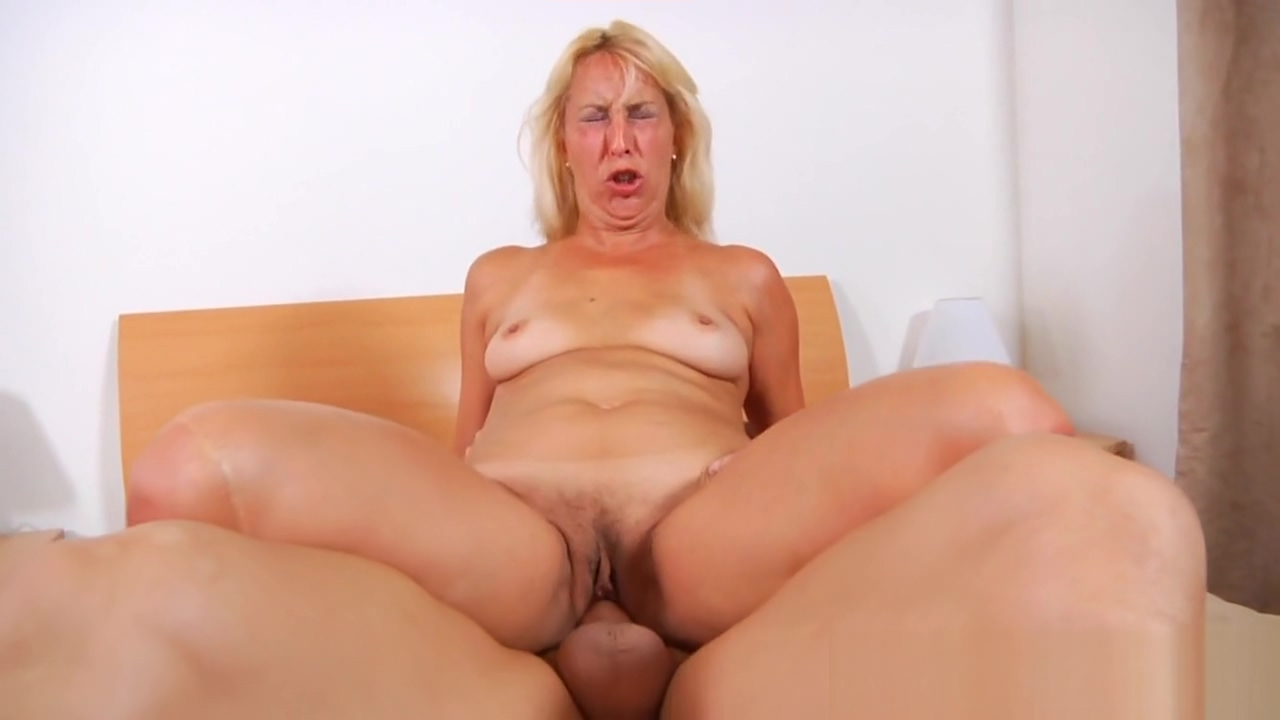 Smoking hot mature in action