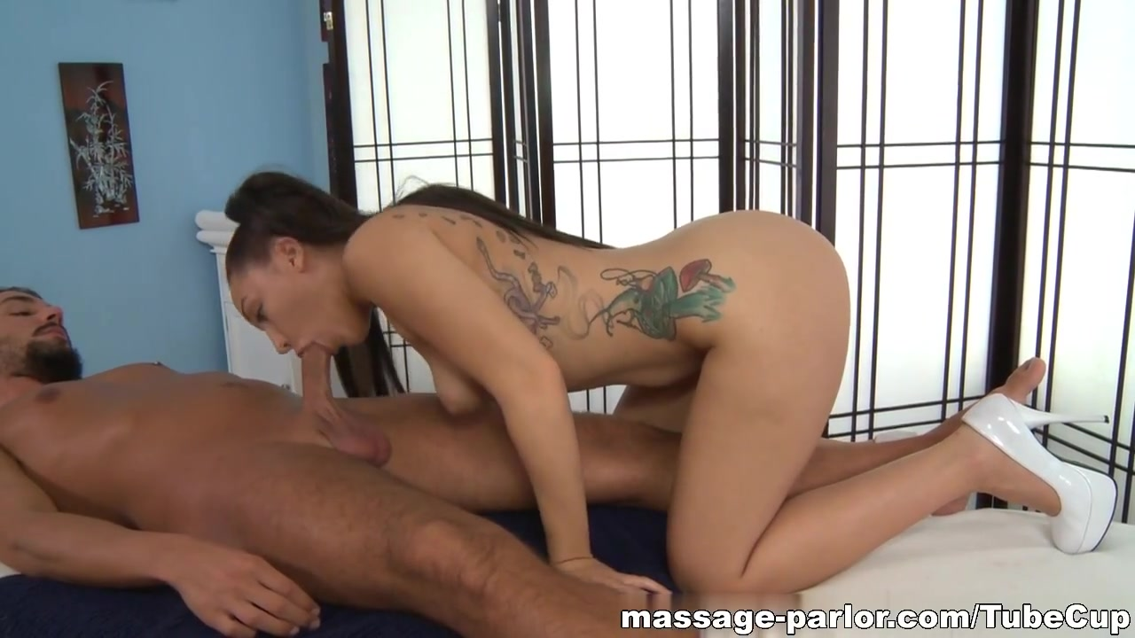 Naked Pictures Asian ladyboy blowjob