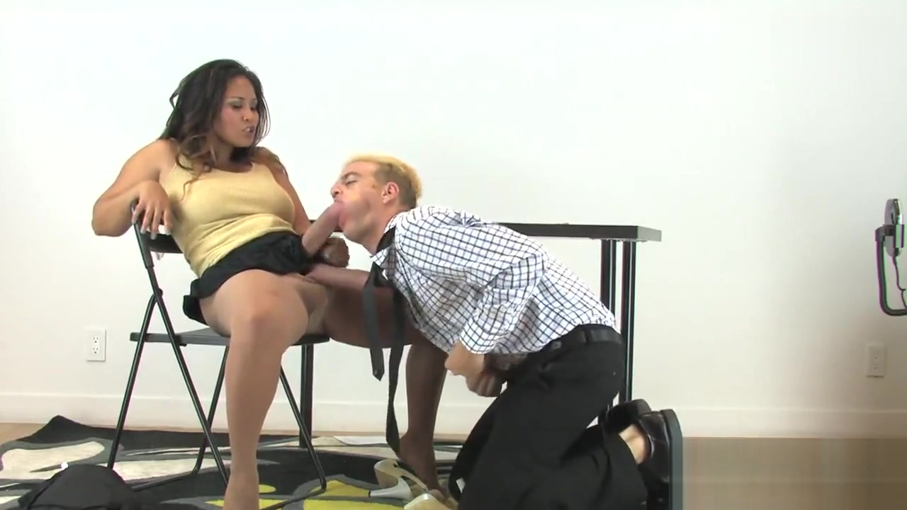 Girls plow fellows asshole with enormous strapon dildos and squirt cum