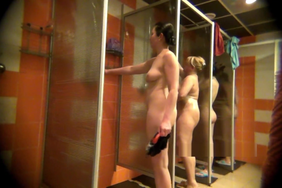 Video peeping in the womens shower10229