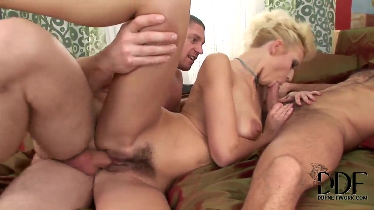 Naked xXx Fuck an older woman