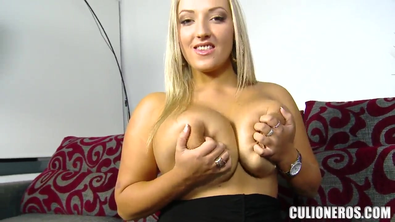 Naked 18+ Gallery Young girl perfect boobs