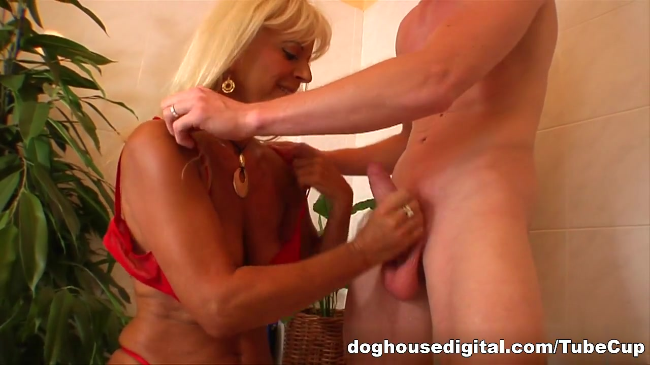 xXx Galleries Busty porn images
