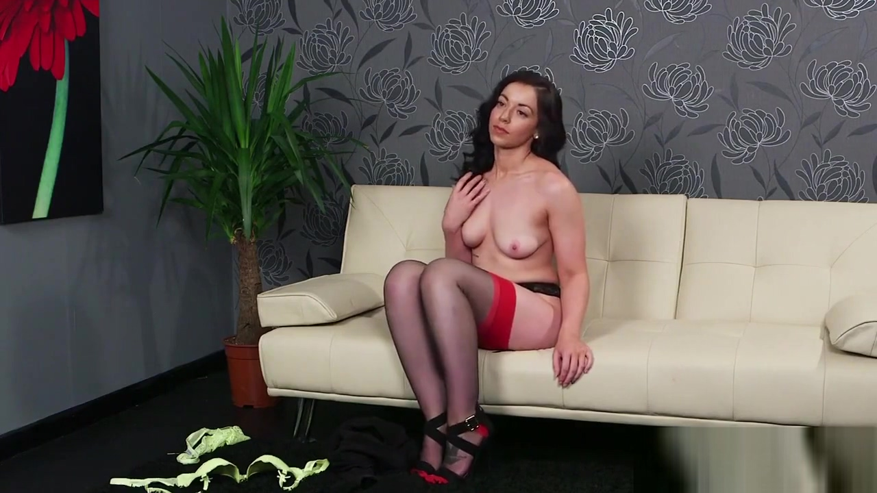 Wicked stunner gets jizz load on her face sucking all the cum