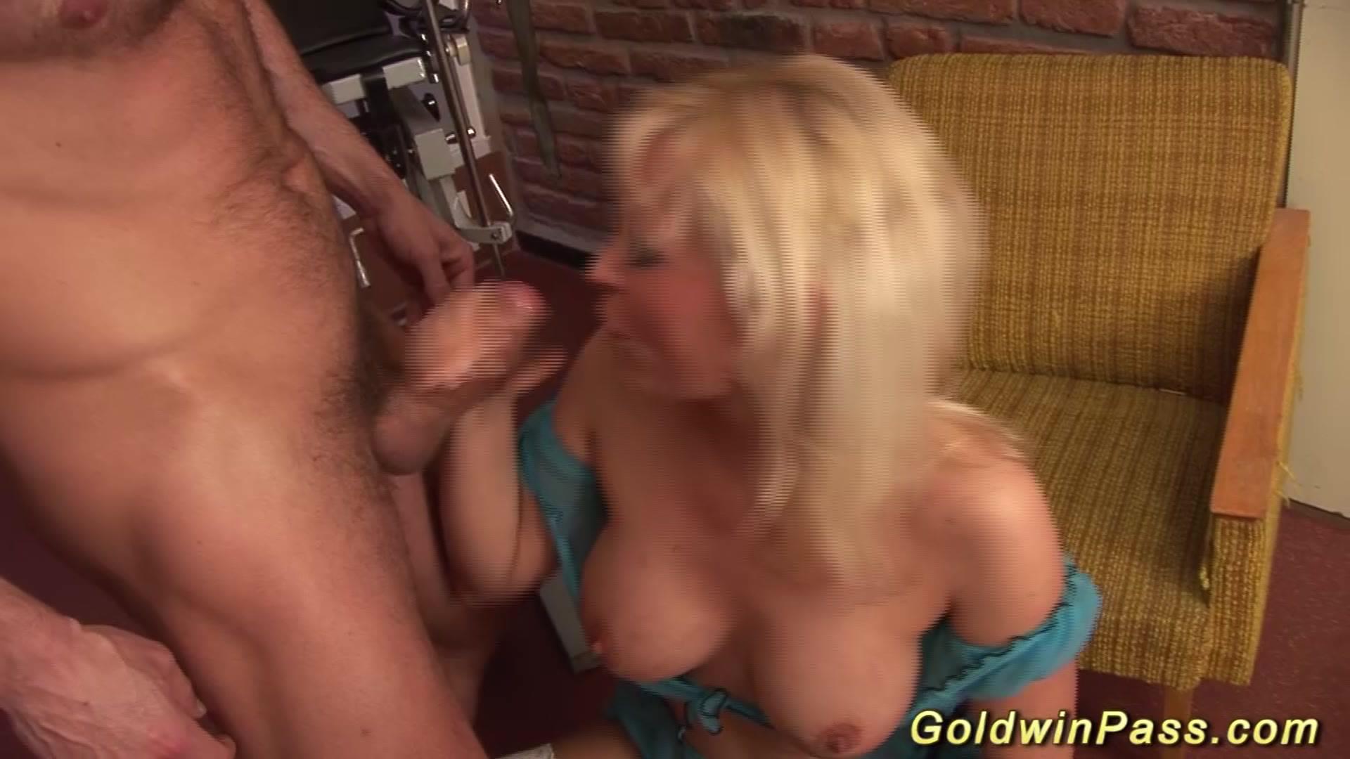 Nude 18+ Delsiena online dating